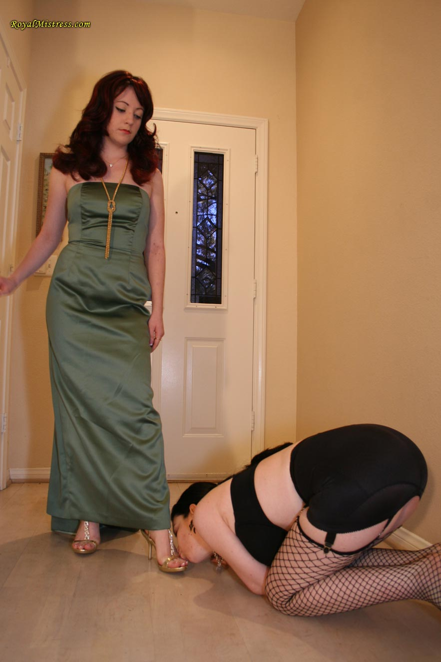 Old femdom women with female submissives photos
